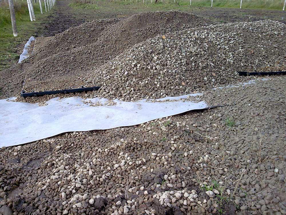 Att grusa leriga hagar